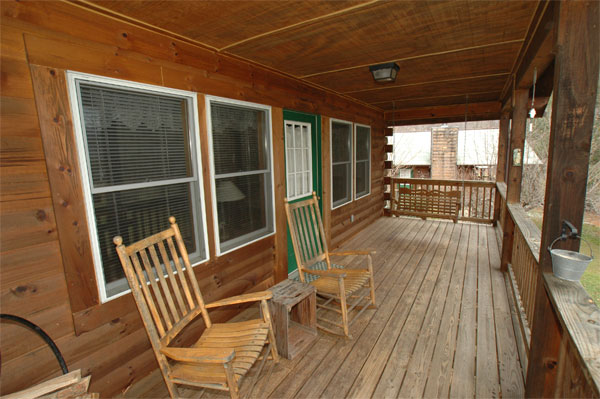 "Cabin 12 ""Feathered Friends"" Room Image"