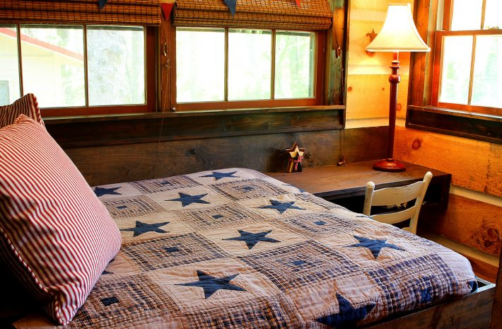 "Cabin 5 ""Stars & Stripes"" Room Image"