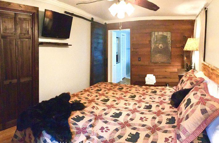 "Cabin 8 ""Little Bear"" Room Image"